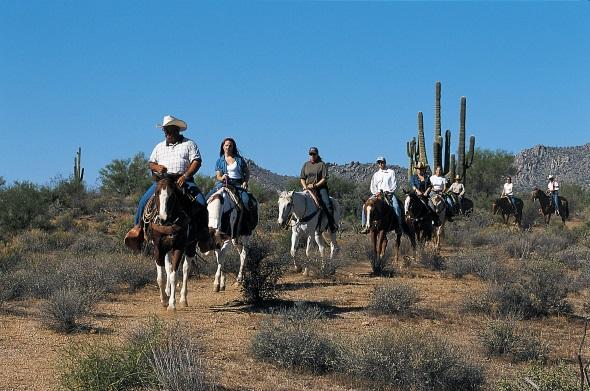 Auf dem Rücken von Pferden können Western-Liebhaber Teile der Sonora-Wüste durchqueren. (Fotos Arizona Tourism)