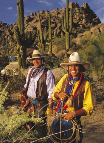 Zwischen Kakteen kommt in der Wüste echtes Cowboy-Feeling auf.