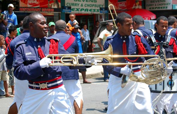 Livemusik und Showeinlagen sind Teil des Bula Festivals. (Foto Tourism Fiji)