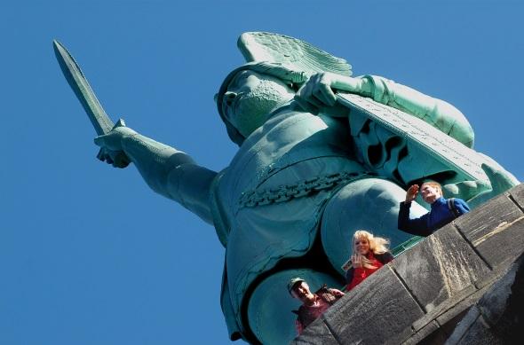 Das Hermannsdenkmal gehört zu den berühmtesten Landmarken der Region. (Foto Michael Münch)