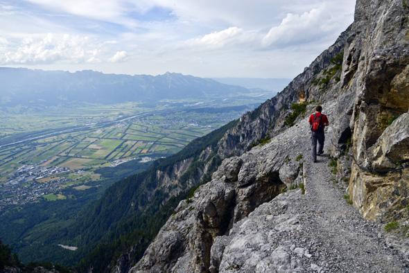 Eine besondere Herausforderung, die aber mit tollen Blicken entschädigt, ist der Aufstieg entlang des Fürstensteigs. (Foto Liechtenstein Marketing)