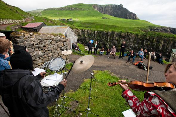 """Die Färöer Inseln feiern in diesem Sommer den 25. Geburtstag des 1991 gegründeten Musikfestivals """"Summartónar"""". (Foto: Alessio Mesiano)"""