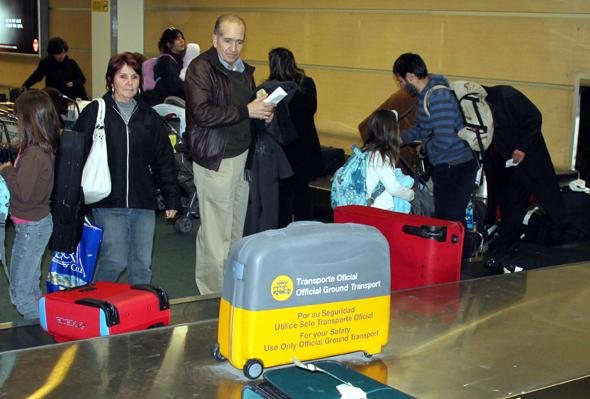 Am Gepäckband ist nicht selten Geduld beim Warten auf den Koffer gefragt. (Foto Karsten-Thilo Raab)