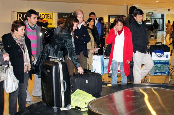 Nicht selten herrschen am Gepäckband große Unruhe und Gedränge. (Foto Karsten-Thilo Raab)
