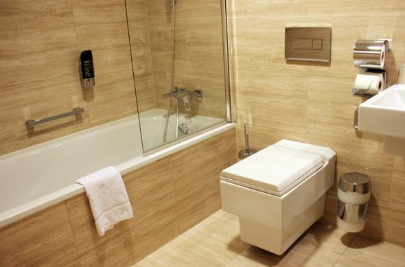 Auch die Badezimmer im Grandior sind äußerst großzügig geschnitten. (Foto Karsten-Thilo Raab)