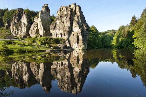 Traumlandschaft im Teutoburger Wald: die berühmten Externsteine. (Foto A. Hub)