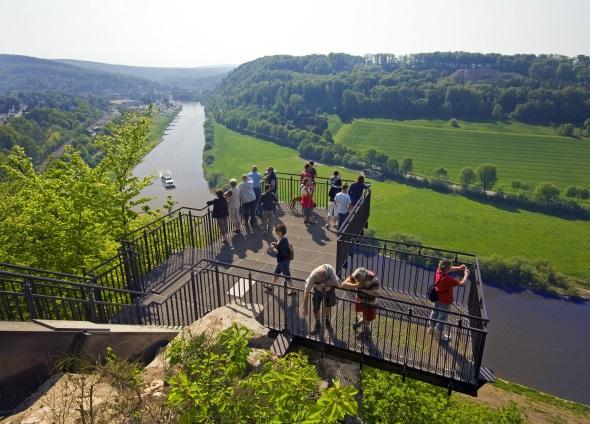 Grandiose Aus- und Ansichten garantiert der WeserSkyWalk im Kreis Höxter. (Foto: F. Grawe)