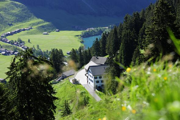 Von den Bergen aus bieten sich herrliche Blicke auf das kleine Land inmitten der Alpen. (Foto Liechtenstein Tourismus)