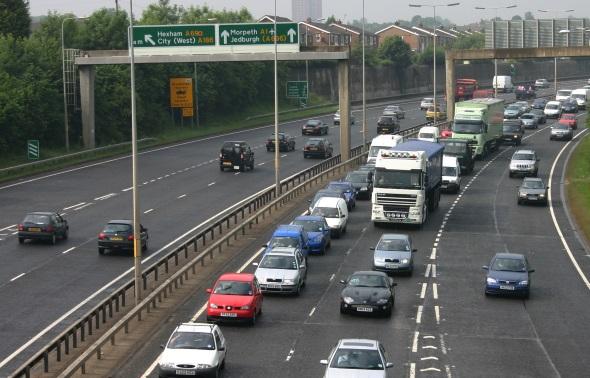 Vor allem für rechts gesteuerte Autos ist Linksverkehr nicht leicht zu bewältigen. (Foto Karsten-Thilo Raab)