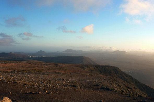 Sonnenuntergang bei der unterhalb des Peñas del Chache - dem höchsten Berg der Insel. (Foto: Michael Will)