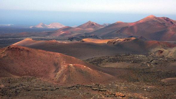 Blick auf den Parque Nacional de Timanfaya vom Montaña de Señalo. (Foto: Michael Will)