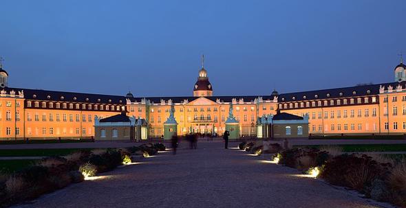 Auch außerhalb der Schlosslichtspiele wird das Schloss abendlich illuminiert.