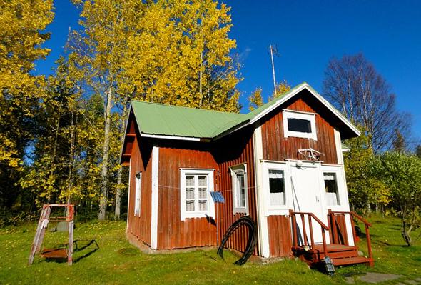 Nicht selten finden sich schmucke Holzhäuser in der Mitte vom Nichts.