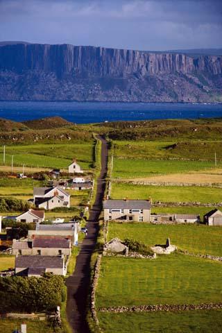 Knapp neun Kilometer trennen Rathlin Island von der Antrim Coast in Nordirland.