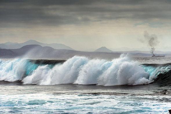 An einigen Stränden herrscht bisweilen auch starker Wellengang,