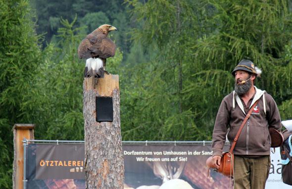 Norbert Rudigier lässt nicht nur Adler über dem Areal kreisen. (Foto Ulrike Katrin Peters)