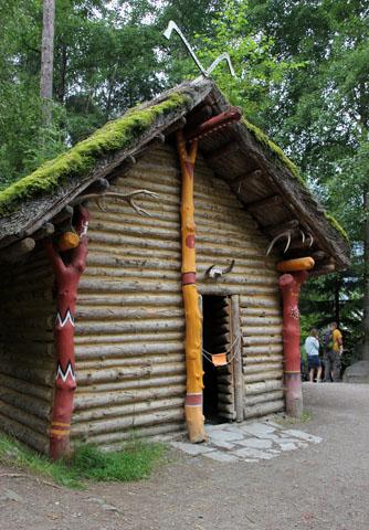 Der Nachbau von Ötzis Hütte. (Foto Ulrike Katrin Peters)