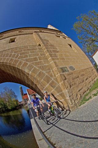 Das romantische Flüsschen Vils fließt durch Amberg und war früher für die Schifffahrt von großer Bedeutung. (Foto: djd)