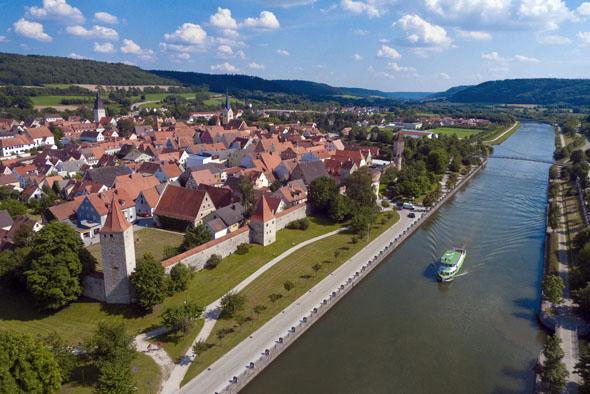 Die mittelalterliche Stadt Berching im Landkreis Neumarkt ist einen Besuch Wert. (Foto: djd)