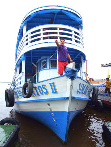 """Kapitän Marcos auf der """"Simao Santos"""". (Foto Katharina Büttel)"""