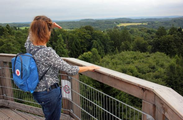 Vom Baumwipfelpfad aus bieten sich herrlichen Panoramablicke auf das Bergische Land. (Foto Karsten-Thilo Raab)