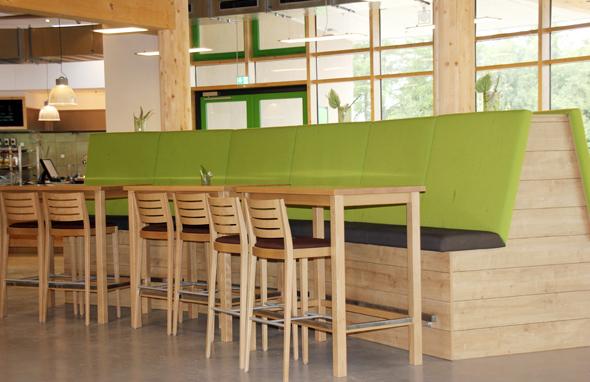 Der Restaurantbereich im Panarbora ist modern und einladend. (Foto Karsten-Thilo Raab)