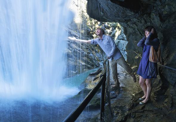 Spektakulär mit erfrischenden Sptitzdusche: die Rofflaschlucht in Graubünden. (Foto Gaudenz Danuser)