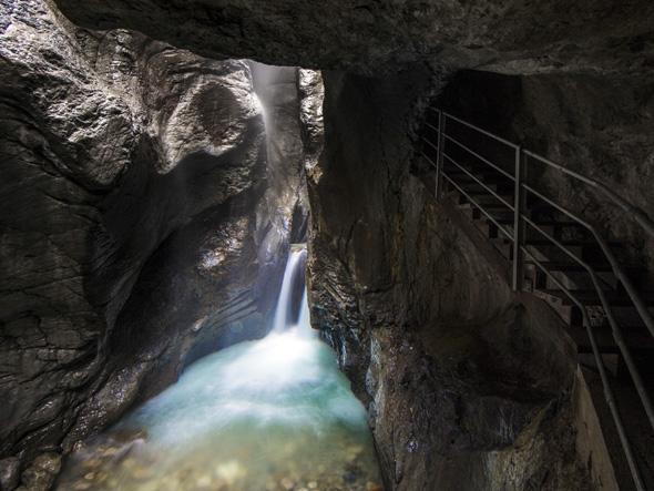 Eng und spektakulär: die Rosenlauischlucht im Berner Oberland. (Foto David Birri)