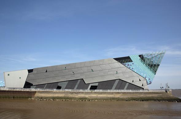 Direkt am Strand gelegen und eine architektonische Landmarke: The Deep. (Foto Visit Britain)