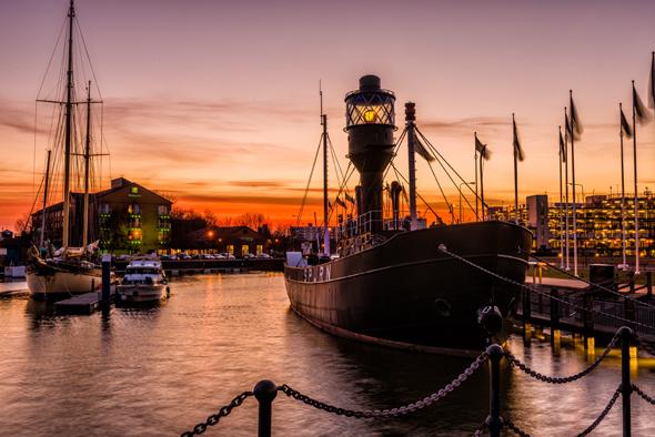 Nicht nur im Abendlicht äußerst stimmungsvoll: die Marina in Kingston upon Hull. (Foto Visit Britain)