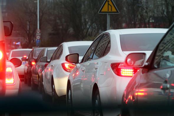 Gerade im Stau auf der Autobahn ist neben Geduld auch Disziplin gefordert.