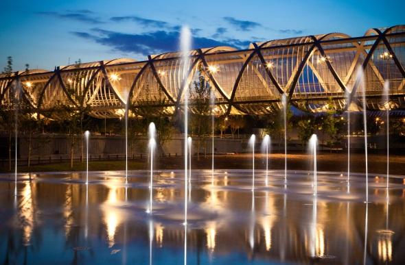 Ein spektakulärer Blickfang mitten in Madrid: die Arganzuela-Brücke von Dominique Perrault. (Fotos Madrid Destino)