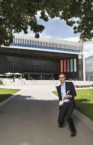 Das Linzer Musiktheater am Volksgarten gilt als modernstes Opernhaus Europas, das nach Plänen des Londoner Architekten Terry Pawson errichtet wurde. (Foto: djd)