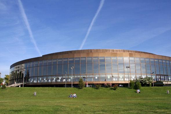 Das nach dem großen Komponisten und Organisten Anton Bruckner benannte Linzer Konzerthaus begeistert mit einer erstklassigen Akustik und einem vielfältigen Programm. (Foto: djd)