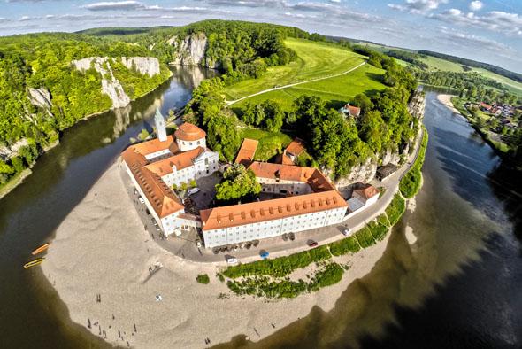 Die Klosterbrauerei Weltenburg am Donaudurchbruch ist die älteste Klosterbrauerei der Welt. (Foto: djd)