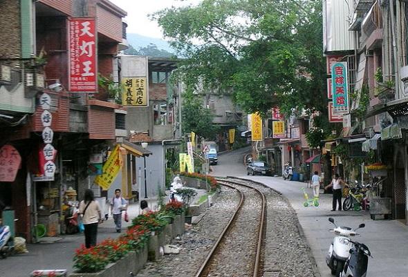 Mitten durch Pingxi laufen Teile einer alten Bahnlinie. (Foto Changlc)