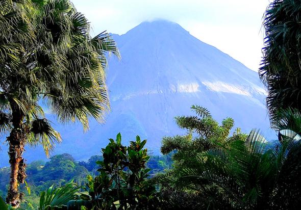 Allgegenwärtig - der kegelige Vulkan Arenal. (Foto Katharina Büttel)