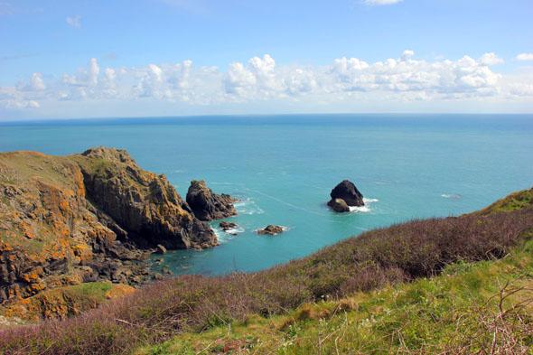 Die Klippenwege an der Küste vonf Guernsey nutzte Hugo gerne für ausgedehnte Märsche. (Foto Karsten-Thilo Raab)