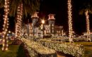 Fallschirmspringende Weihnachtsmänner im Sunshine State Florida