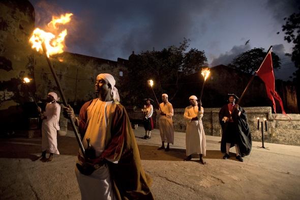 Mombasa by Night erzählt an historischem Ort die wechselhafte Geschichte des Landes.