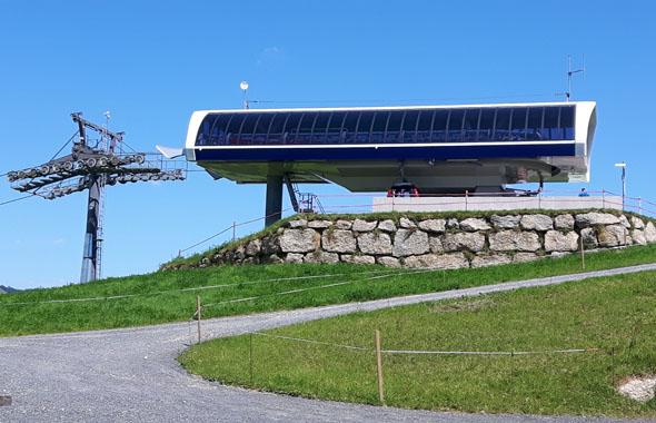 Moderner Blickfang: die Bergstation der Hündlebahn. (Foto Karsten-Thilo Raab)
