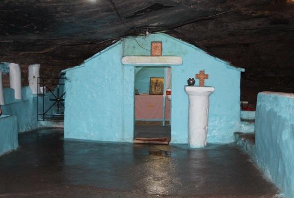 In einer tiefen Grotte am Spiliani Kloster befindet sich eine Kapelle der Mutter Gottes. In ihr befindet sich eine Ikone mit der Darstellung der Jungfrau Maria. (Foto F.O.S Friends of Samos)