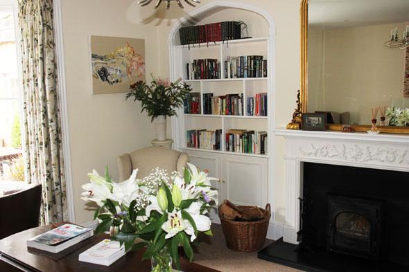 Den Gästen steht ein kleiner, aber fein ausgestatteter Leseraum zur Verfügung. (Foto Karsten-Thilo Raab)