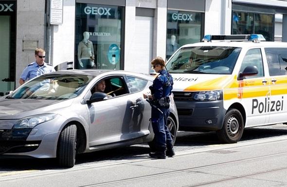 Die Polizei im Ausland ist oft nicht zimperlich. Knöllchen sollten auf jeden Fall beglichen werden.