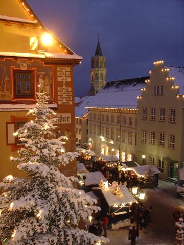 Auch Rottweil, Baden-Württembergs älteste Stadt, gibt sich überaus weihnachtlich.