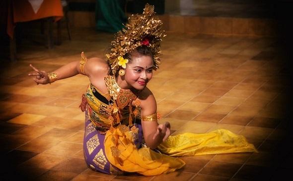 Ohne Alkoholausschank könnte es sich in vielen Teilen von Bali mit Blick auf die Touristenzahlen schon bald ausgetanzt haben.