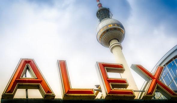 Rund um den Alex finden sich noch zahlreiche Plattenbauten aus DDR-Zeiten.