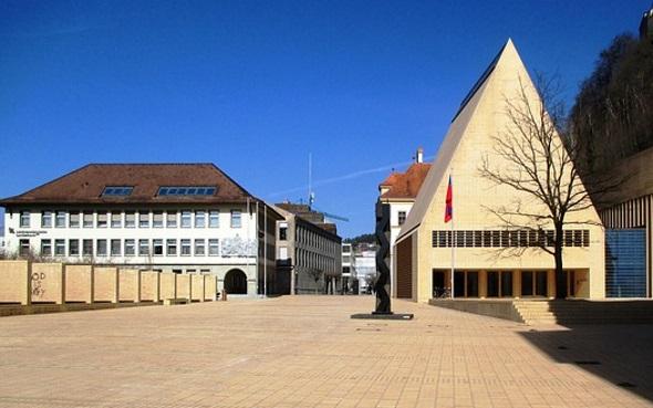 Die charmante Mini-Hauptstadt Vaduz ist Startpunkt für viele Wanderungen.
