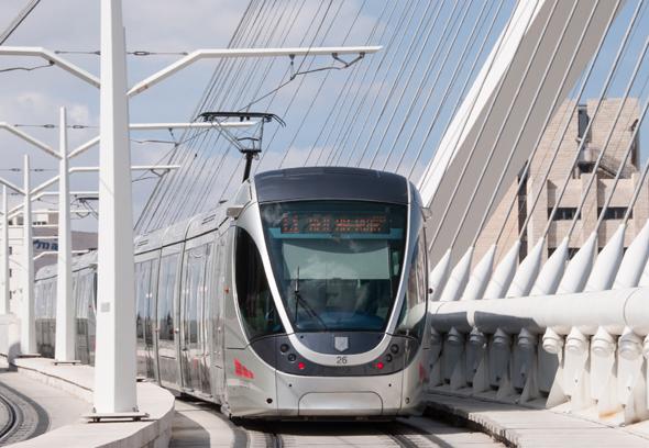 Modern und effizient: die Stadtbahn in Jerusalem. (Foto Gerhard Liebenberger)