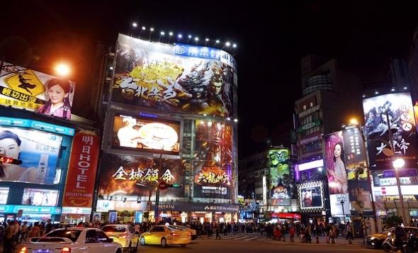 """Nach Einbruch der Dunkelheit wird Taiwans Kapitale zur """"bright light city""""."""